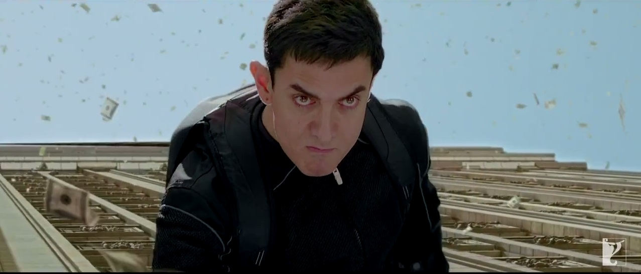 Aamir Khan Running On The Walls Of A Building In Dhoom 3
