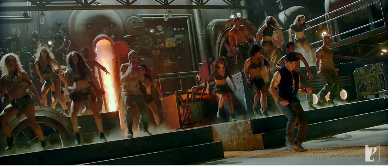 Dhoom 3: Aamir Doing Tap Dance With The Team on The Promo Video Of Tap Dance Song