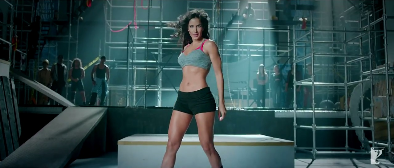 Dhoom 3 - Dhoom Girl Katrina In Bikini In Kamli Video Song