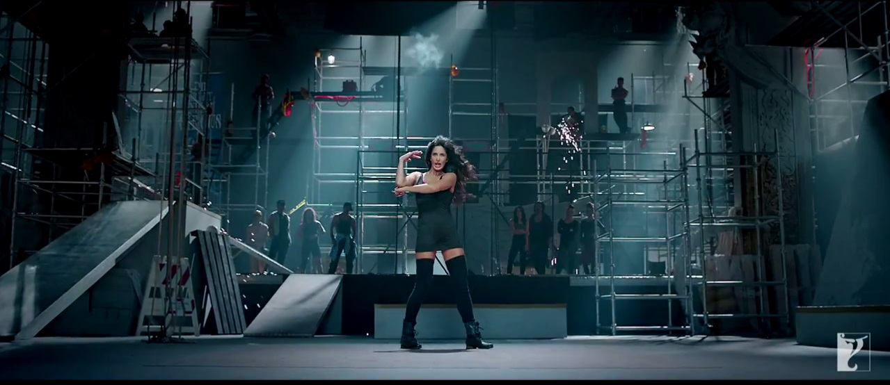 Dhoom 3 - Katrina Kaif With Black Costome on Kamli Song Promo