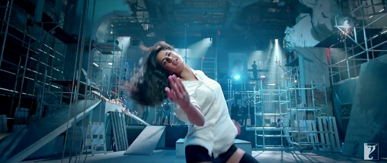 Dhoom 3 - Sexy Katrina Kaif On White Shirt In The Kamli Video