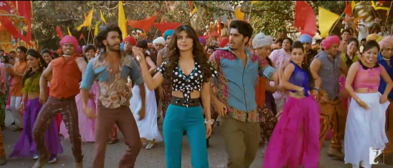 Priyanka Chopra With Bikram And Bala In Tune Maari Entriyaan Video Song - Gunday