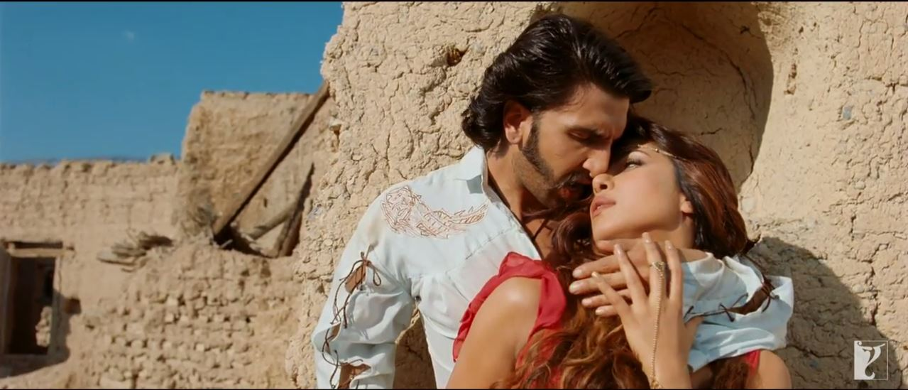 Ranveer Singh and Priyanka Chopra In Jiya Video Song - Gunday (2014) Movie