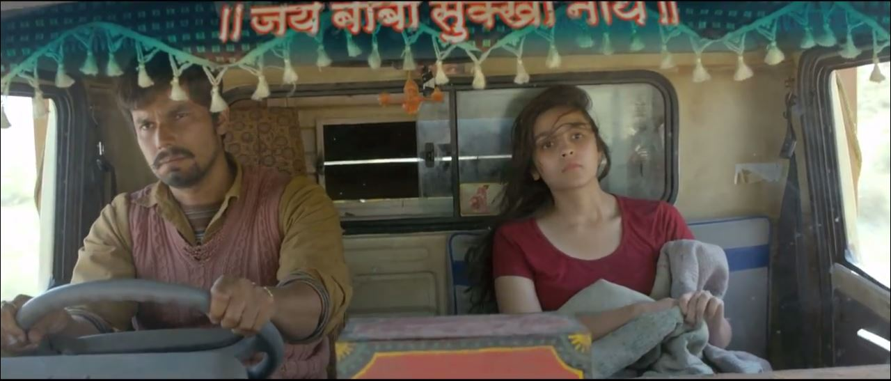 Alia Bhatt And Randeep Hooda In A Truck - Highway Movie Video Song Maahi Ve