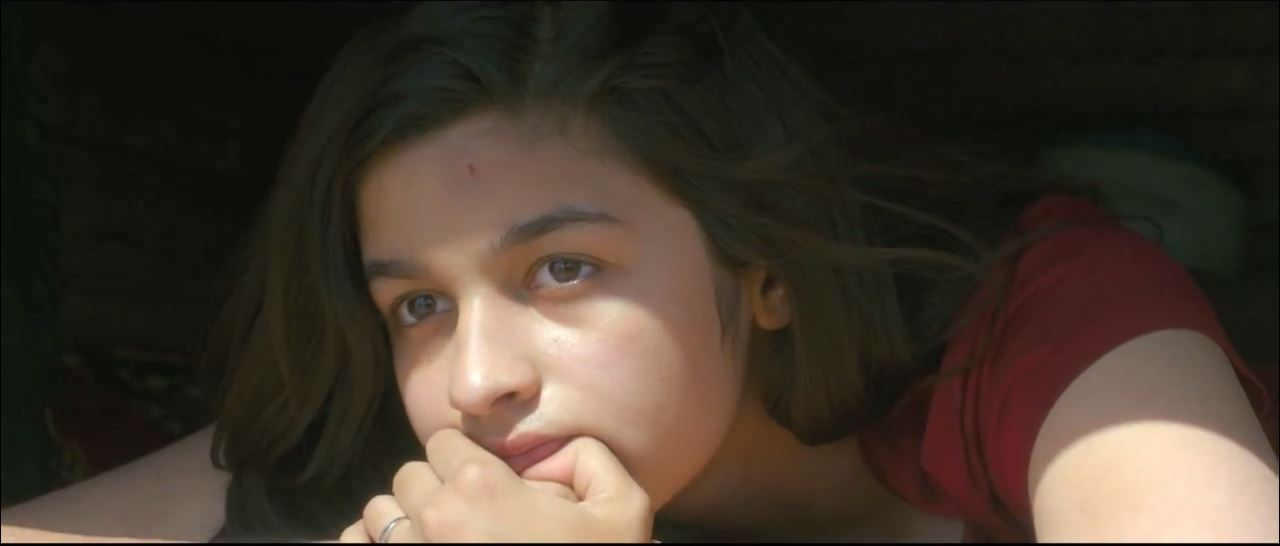 Innocent Look Of Alia Bhatt In Highway Movie Song Maahi Ve