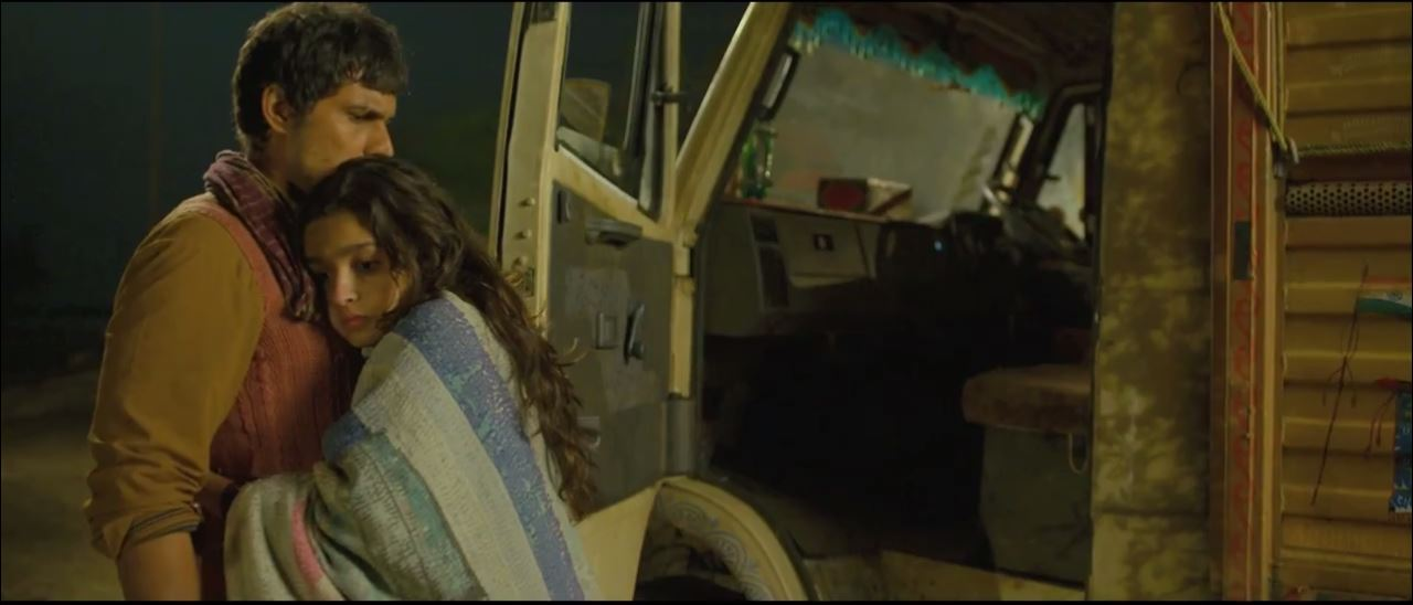 Romance Of Alia Bhatt And Randeep Hooda In Maahi Ve Video Song Highway