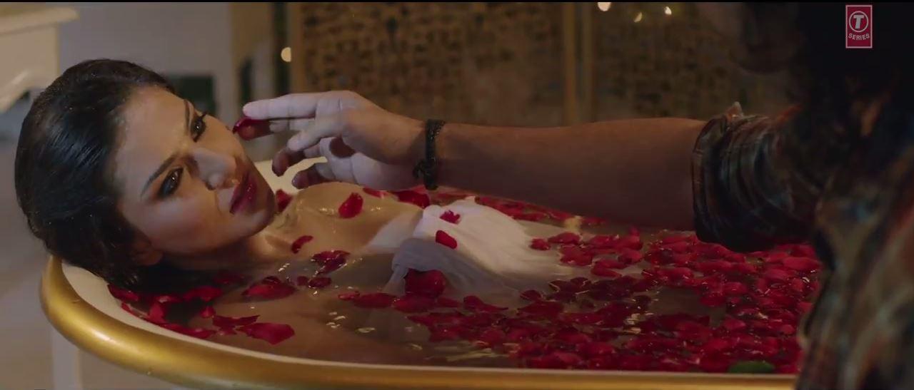 Maine Khud Ko Song - Sunny Leone In Bath Tub