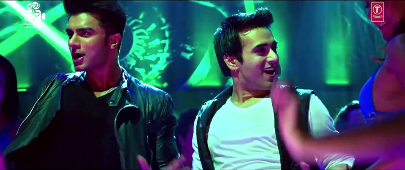 Pulkit Samrat And Bilal Amrohi Enjoying Hot Chiks In Butt Patlo Song - O Teri Movie