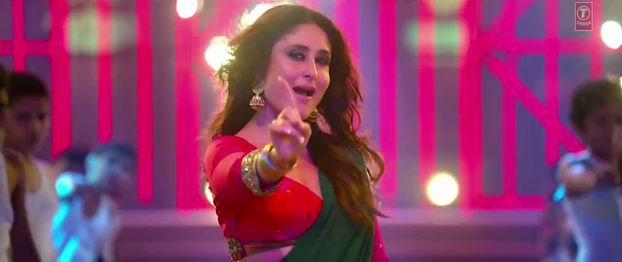 Sweet Sexy Kareena Kapoor Khan in Aata Majhi Satakli Item Number