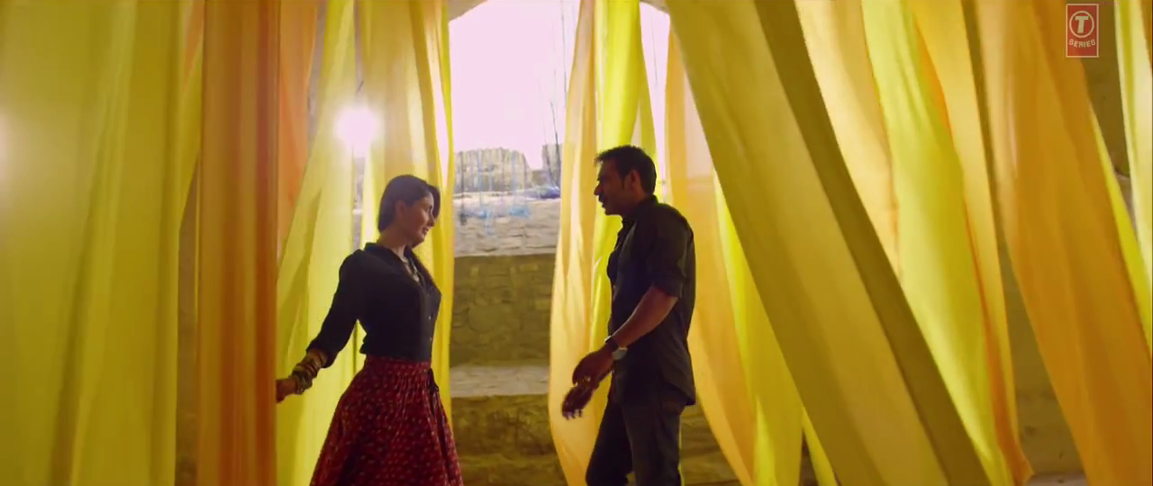 Both Ajay & Kareena in a Scene of Kuch Toh Hua Hai Video Song