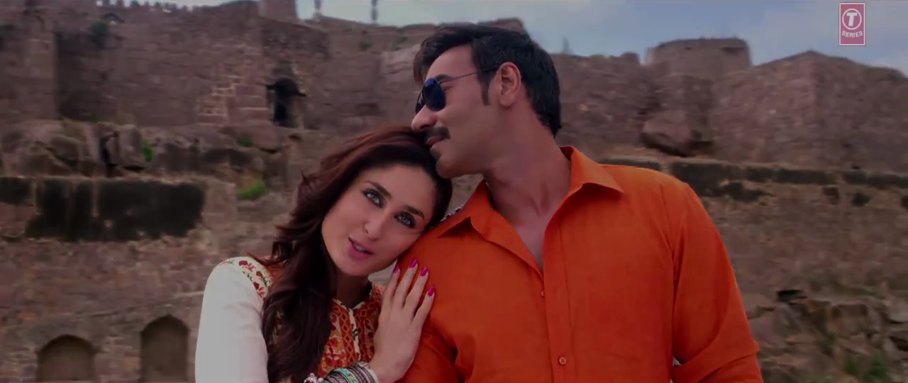 Lovely Ajay & Kareena Couple in Singham Returns Kuch Toh Hua Hai Music Video