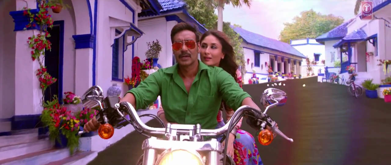 Kuch Toh Hua Hai Song - Ajay & Kareena on a Bike