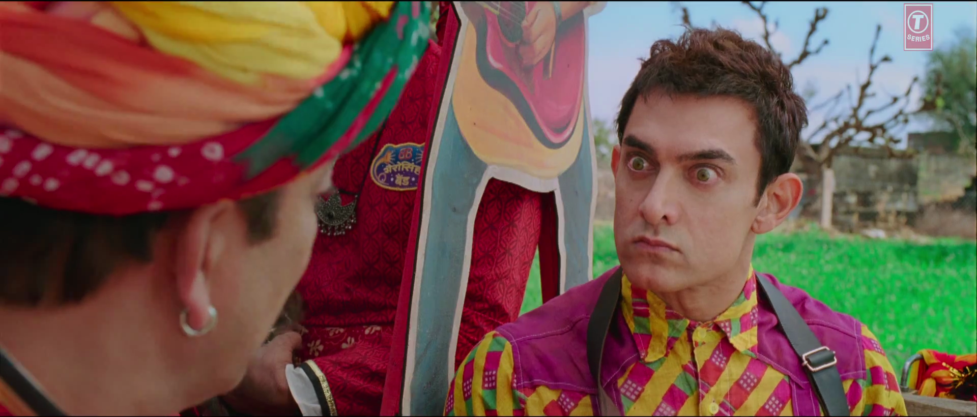 aamir-khan-funny-face-in-tharki-chokra-song-from-pk-film