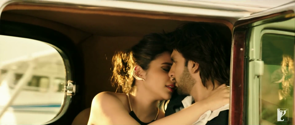 Ranveer Singh and Parineeti Chopra Romance Screen In Car from Sajda Song