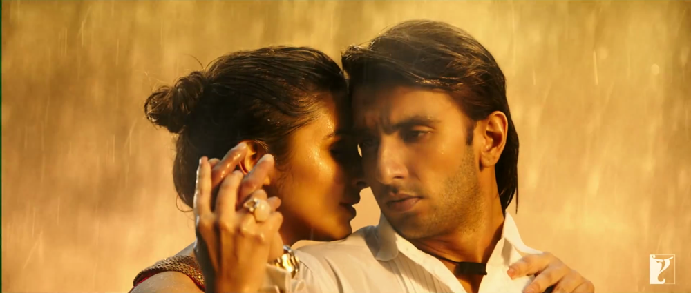 Ranveer Singh With Parineeti Chopra Romentic Screen In Sajde Song