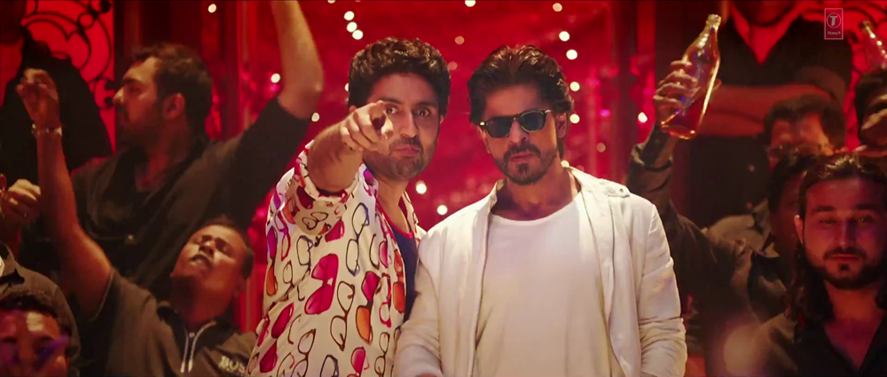 Shahrukh Abhshek Enter to Hall in Lovely Video Song