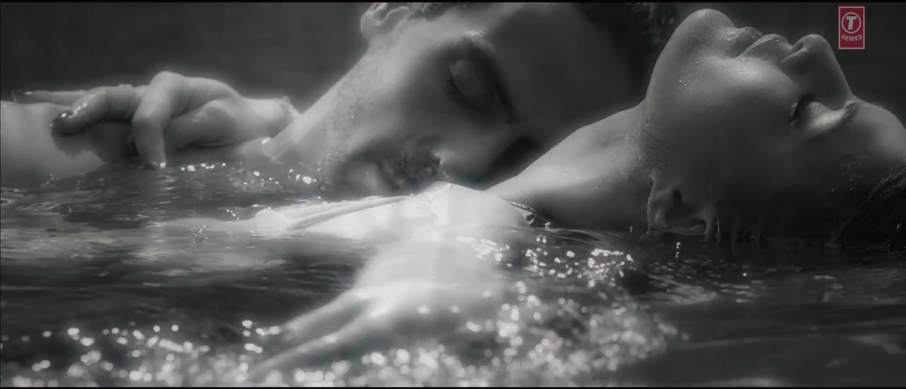 Arjun Rampal And Jacqueline Fernandez Hot Scene In Boond Boond Song