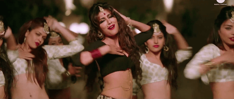 Aao Raja Video Song Dancing with Group