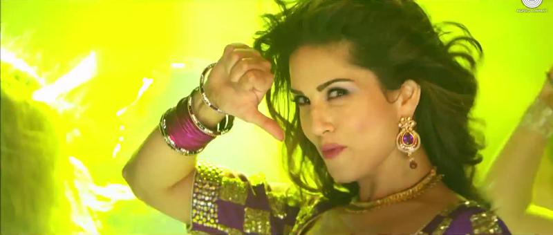 Daaru Peeke Dance Video Song by Hot Sunny Leone