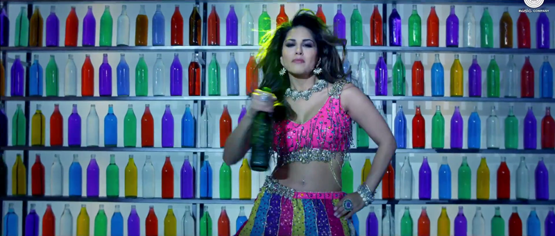 Gorgious Sunny Dancing with Bottle in Daaru Peeke Dance Video Song