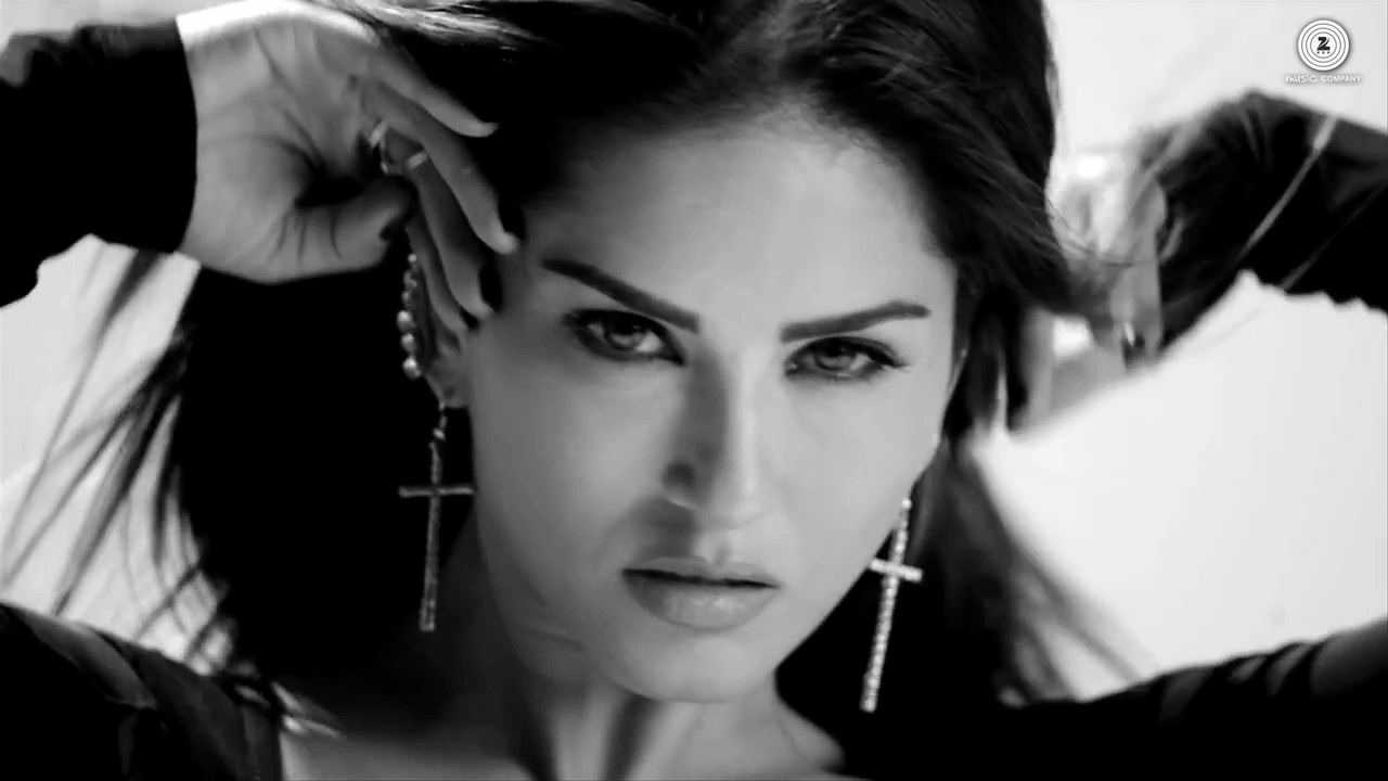 Sunny Leone Hot Face