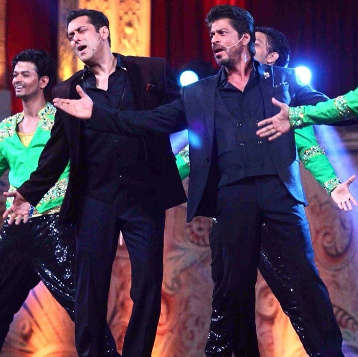 Shahrukh Khan Salman Khan At The Star Screen Awards