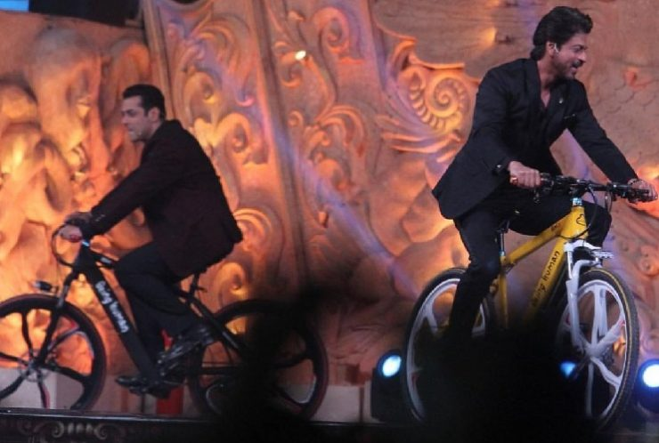 Salman Khan Shahrukh Khan Cycle Ride At Star Screen Awards